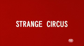 Header Critique : STRANGE CIRCUS